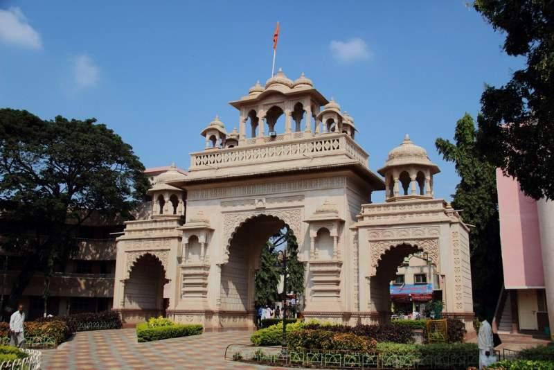 entrance gajanan maharaj temple pandharpur
