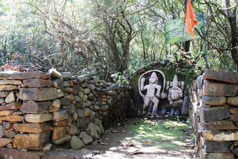 Hanuman and ganesh on vasota fort