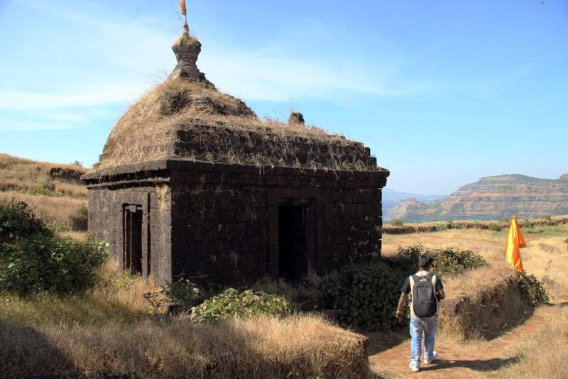 Shiva temple way to Nageshwar vasota