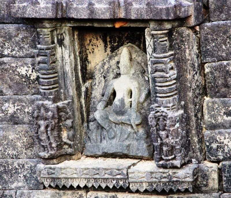 Amruteshwar Temple, exterior carvings