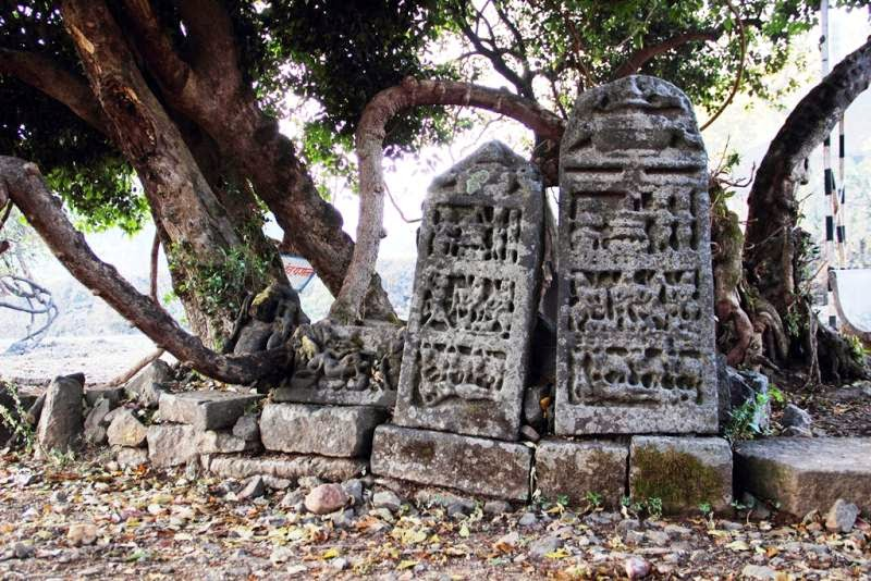 Amruteshwar Temple, remains in village ratanwadi