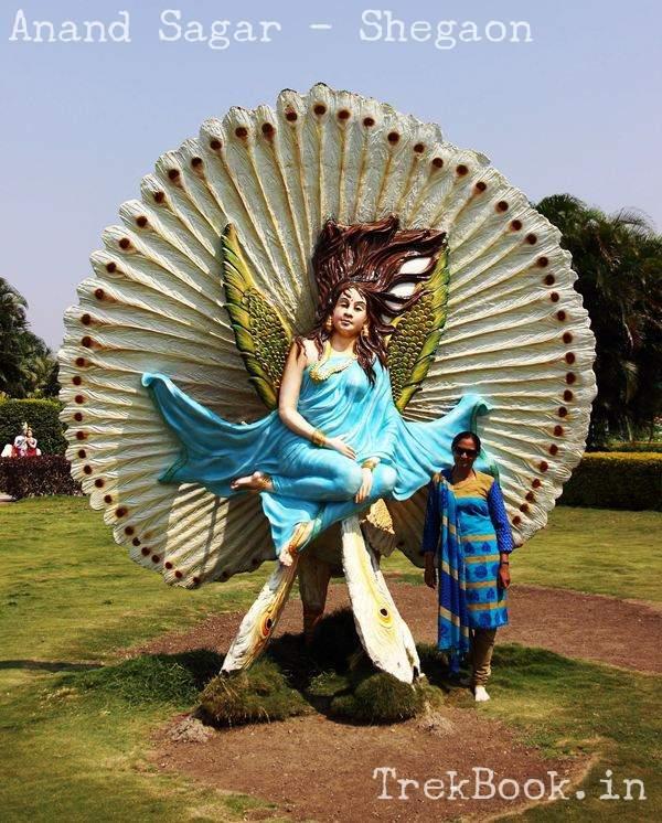 beautiful statues at sirkrushna dwarka bet