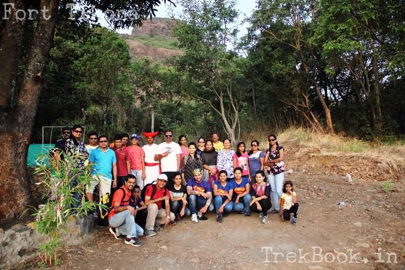 Fona Chinchwad group photo at fort tikona base camp