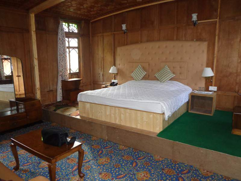 houseboat hazar dastan srinagar room interior