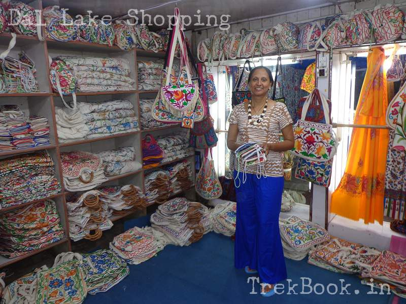 houseboat shop ladies purses dal lake